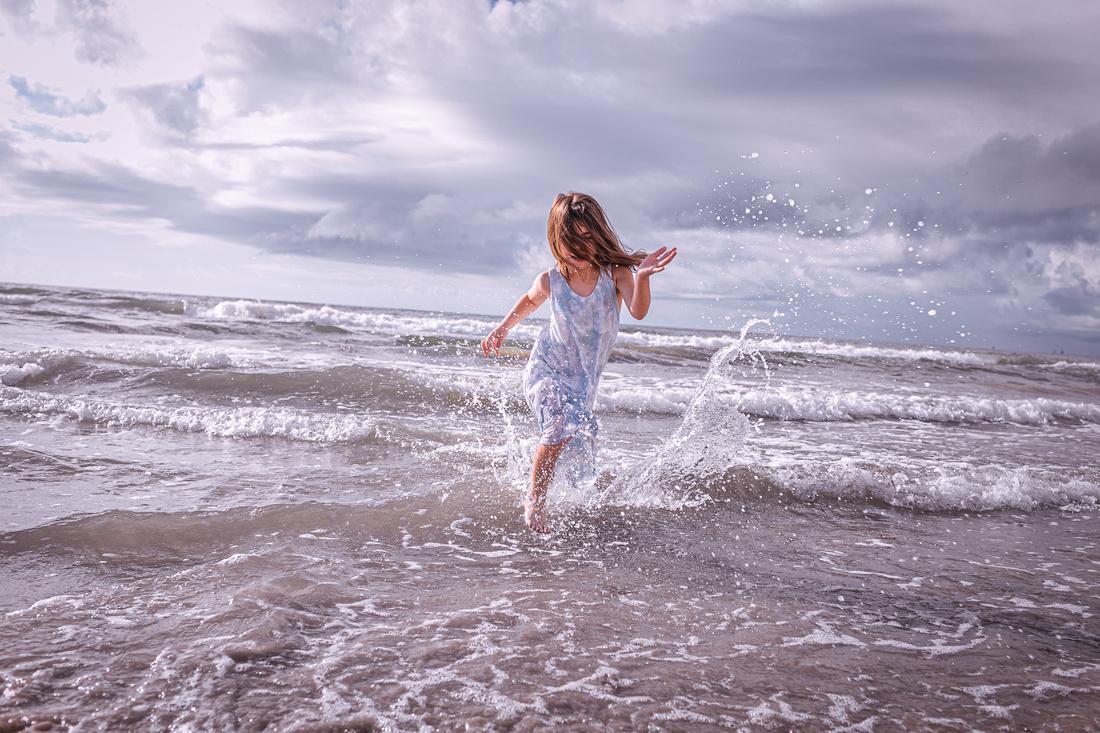 action beach photography splashing water